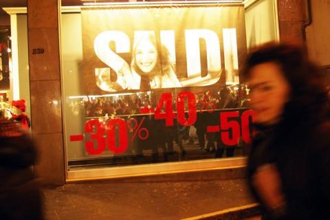SHOPPING SALDI FOTO DI © DAIANO CRISTINI/SINTESI