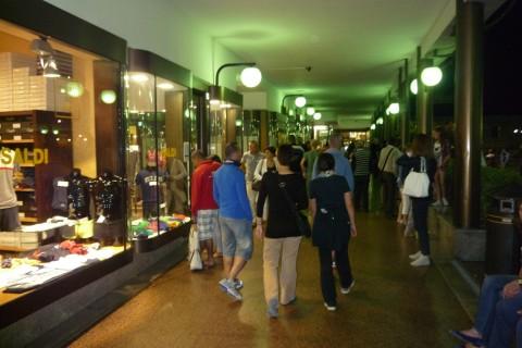 Shopping di Sera Lecco Happy Night Isolago